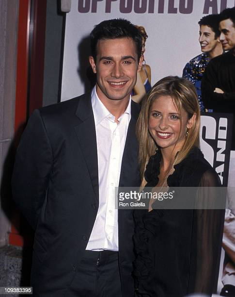 Actor Freddie Prinze Jr and actress Sarah Michelle Gellar attend the Boys and Girls New York City Premiere on June 13 2000 at Kips Bay Theatre in New...
