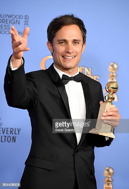 Actor Gael Garcia Bernal of 'Mozart in the Jungle' winner of the award for Best Television Series Musical or Comedy poses in the press room during...