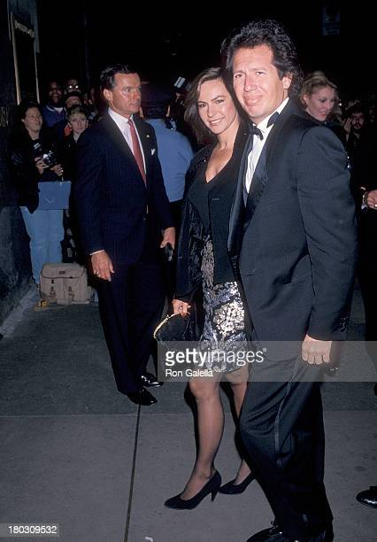 Actor Garry Shandling and girlfriend Linda Doucett attend NBC Celebrates Saturday Night Live 15th Anniversary Special on September 24 1989 at Studio...