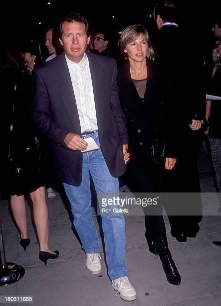 Actor Garry Shandling and girlfriend Linda Doucett attend The Fisher King Beverly Hills Premiere on September 16 1991 at the Academy of Motion...