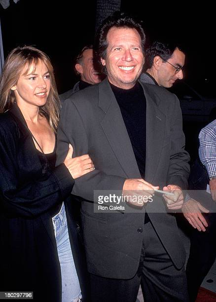 Actor Garry Shandling and girlfriend Linda Doucett attend the Mrs Doubtfire Beverly Hills Premiere on November 22 1993 at the Academy of Motion...