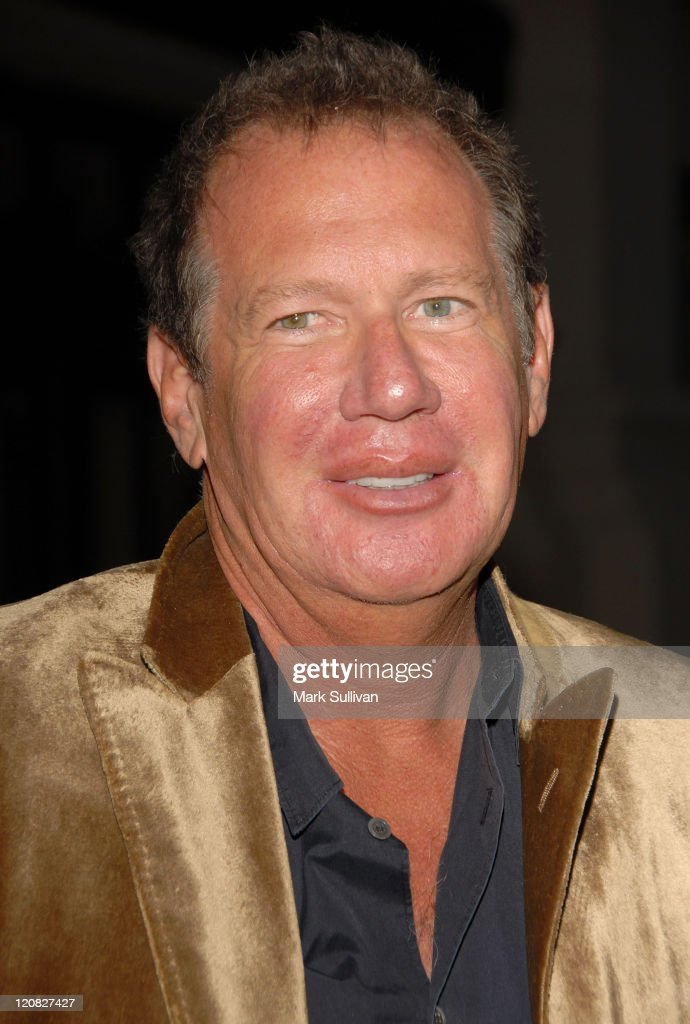 Actor Garry Shandling arrives at Runnin' Down A Dream: Tom Petty and The Heartbreakers premiere held in Burbank, California on October 2, 2007.