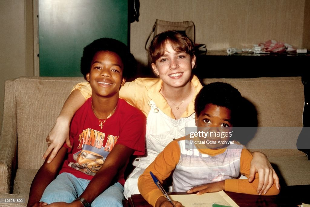 Actor Gary Coleman poses for a portrait with co-stars Dana Plato and Todd Bridges while studying on the set of his show 'Diff'rent Strokes' in February 1980 in Los Angeles, California.