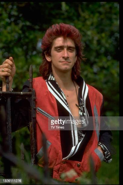 Actor Gary Holton in character as Wayne Norris in comedy drama Auf Wiedersehen, Pet, circa 1986.