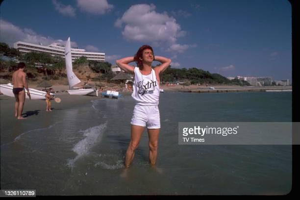 Actor Gary Holton in character as Wayne Norris on location in Spain while filming comedy drama series Auf Wiedersehen, Pet, circa 1986.