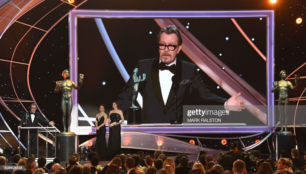 TOPSHOT - Actor Gary Oldman accepts the award for Best Actor during the 24th Annual Screen Actors Guild Awards show at The Shrine Auditorium on January 21, 2018 in Los Angeles, California. / AFP PHOTO / Mark RALSTON