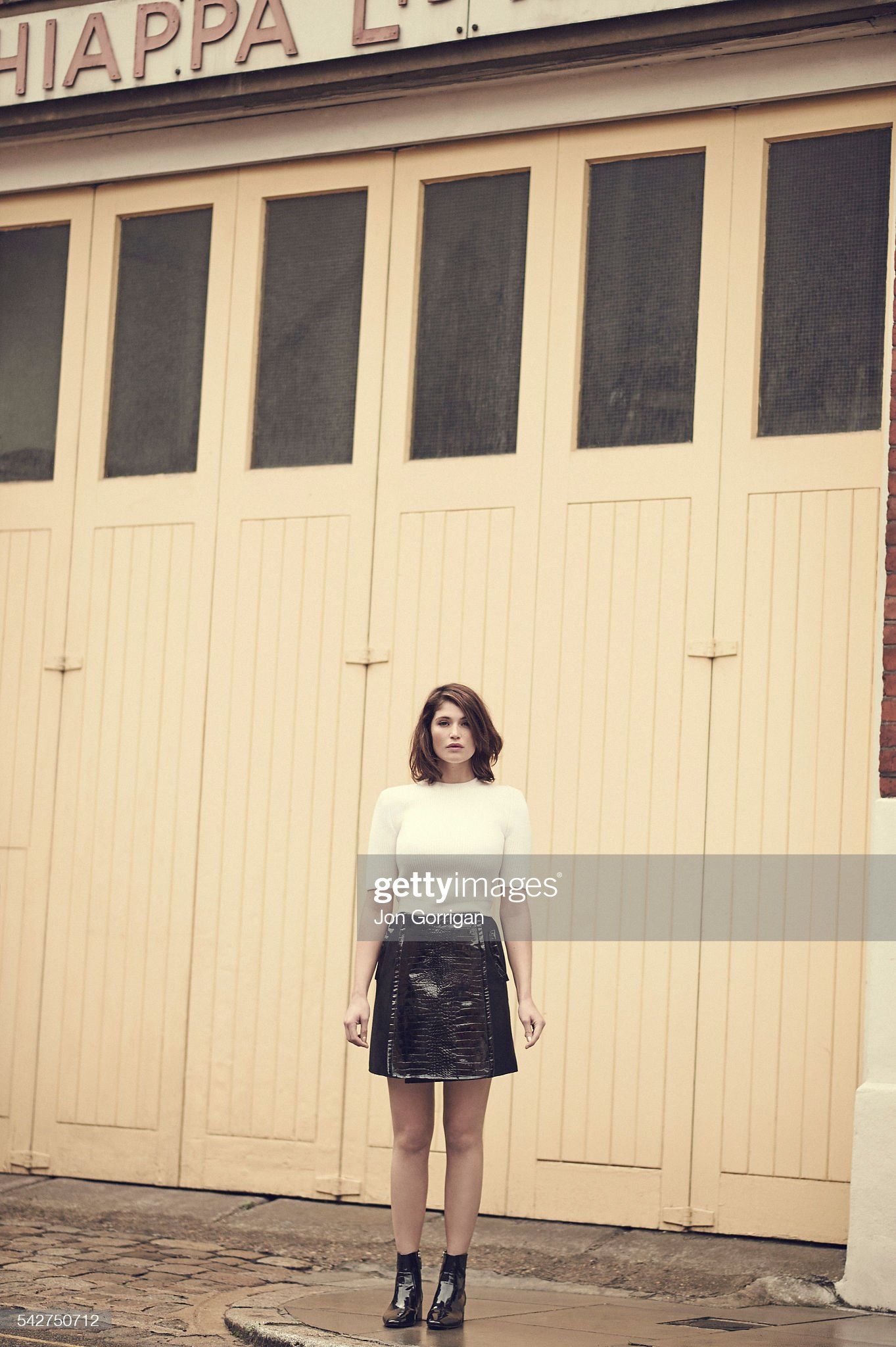 actor-gemma-arterton-is-photographed-for-es-magazine-on-september-29-picture-id542750712