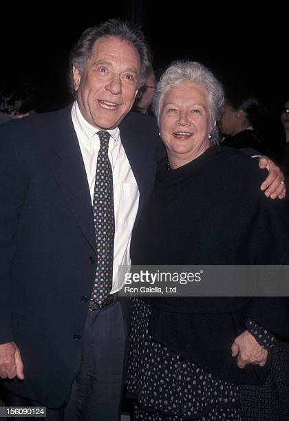 Actor George Segal and wife wife Sonia Schultz Greenbaum attending the premiere of 'The Thin Red Line' on December 22 1998 at the Academy Theater in...