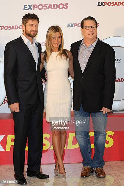 Actor Gerard Butler, actress Jennifer Aniston and director Andy Tennant attend 'Exposados' photocall, at the Villamagna Hotel on March 30, 2010 in...