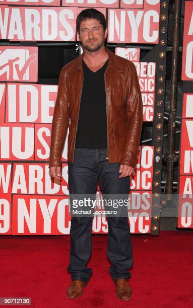 Actor Gerard Butler arrives at the 2009 MTV Video Music Awards at Radio City Music Hall on September 13 2009 in New York City