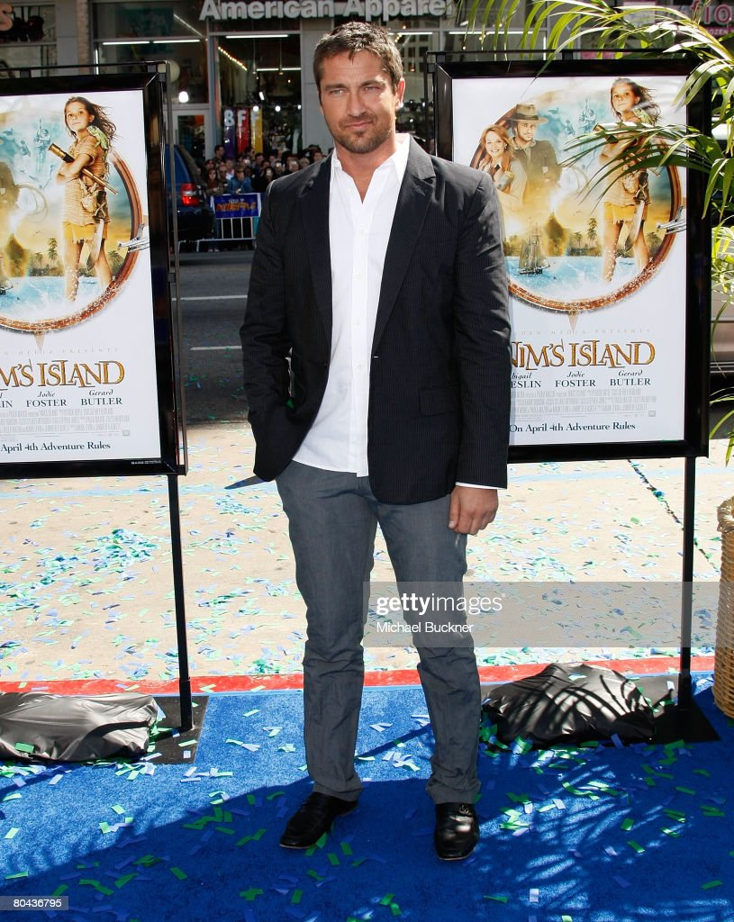 Actor Gerard Butler arrives at the premiere of 20th Century Fox's 'Nim's Island' at Grauman's Chinese Theatre March 30, 2008 in Hollywood, California.