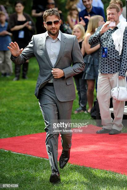 Actor Gerard Butler arrives at the premiere of Dreamworks Animation's How To Train Your Dragon on March 21 2010 at Gibson Amphitheatre in Universal...
