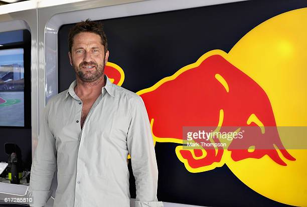 Actor Gerard Butler in the Red Bull Racing garage during qualifying for the United States Formula One Grand Prix at Circuit of The Americas on...