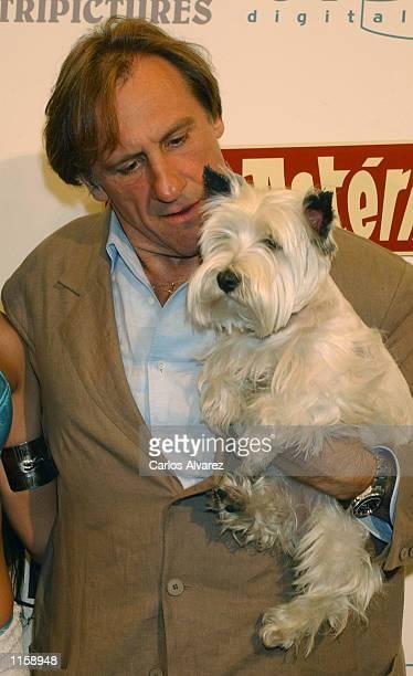 Actor Gerard Depardieu attends the Spanish premier of his new movie Asterix y Obelix Mision Cleopatra July 24 2002 at Palacio de la Musica Cinema in...