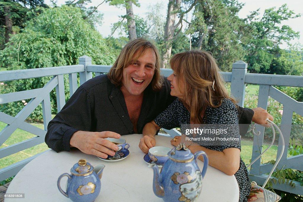 Actor Gerard Depardieu with His Wife Elizabeth at Home : Photo d'actualité