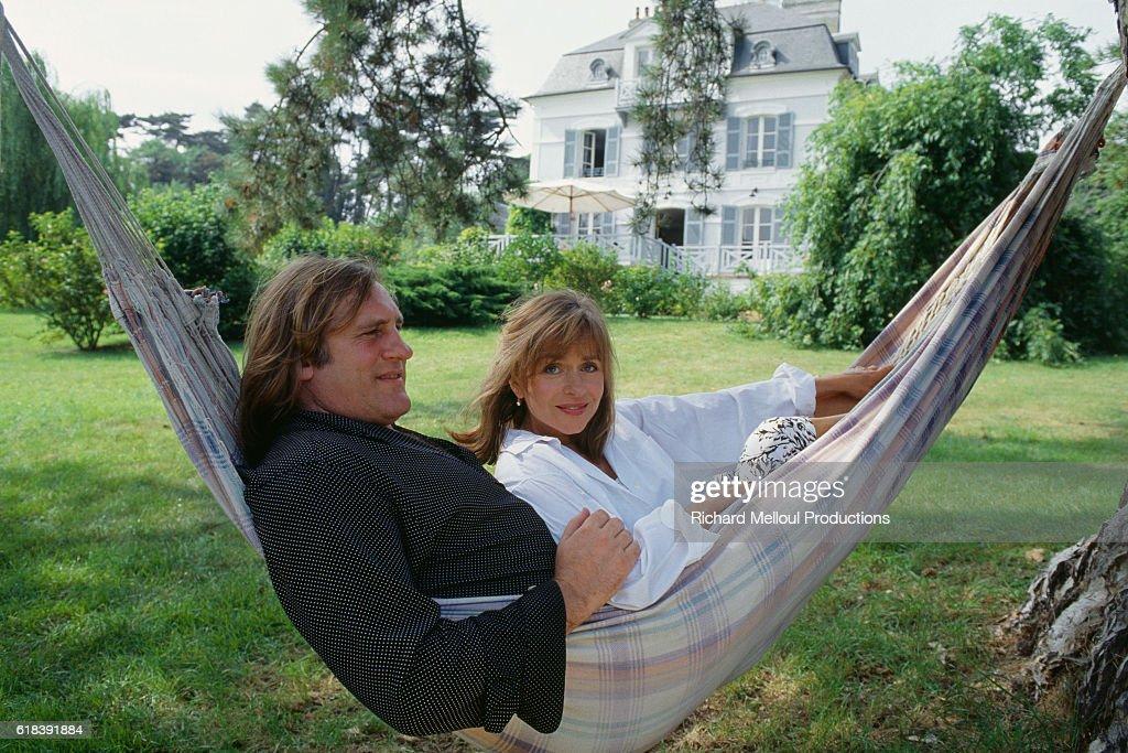 Actor Gerard Depardieu with His Wife Elizabeth : Photo d'actualité