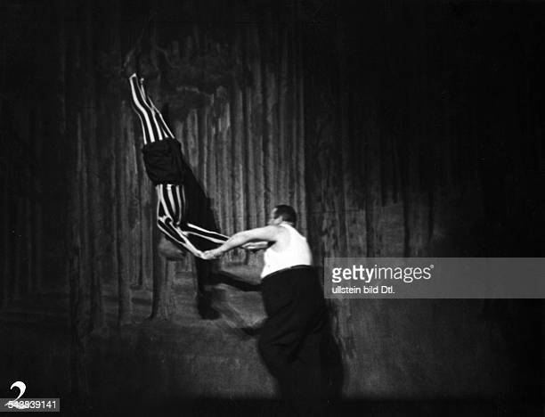 Actor Germany*21021889 nee Otto Maximilian Wasserzugperforming as an athlete in the Scala vaudeville Berlin Photographer von Bluecher Published by...