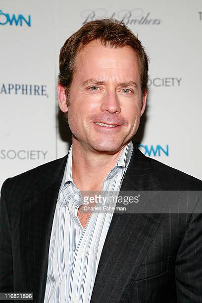 Actor Greg Kinnear arrives at the screening of 'Ghost Town' hosted by The Cinema Society with Brooks Brothers and Bombay Sapphire at the IFC Center...