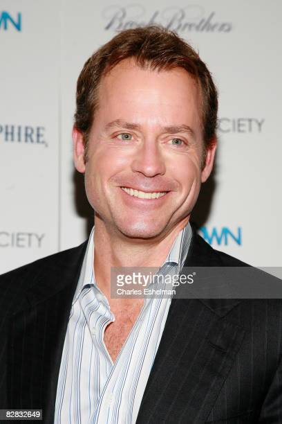 Actor Greg Kinnear arrives at the screening of Ghost Town hosted by The Cinema Society with Brooks Brothers and Bombay Sapphire at the IFC Center on...