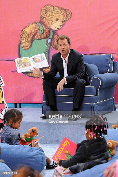 Actor Greg Kinnear reads to children attending Jumpstart's Read for the Record at The Today Show on October 2 2008 in New York City