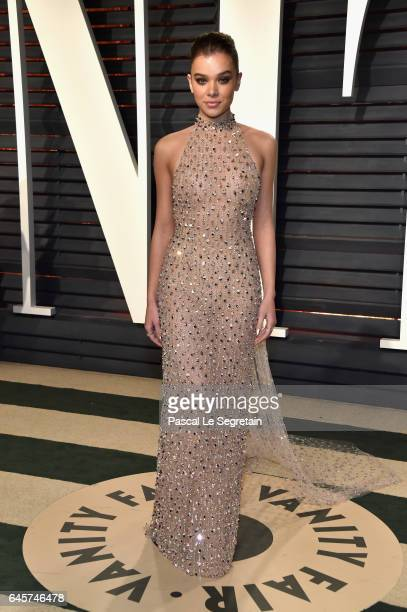 Actor Hailee Steinfeld attends the 2017 Vanity Fair Oscar Party hosted by Graydon Carter at Wallis Annenberg Center for the Performing Arts on...