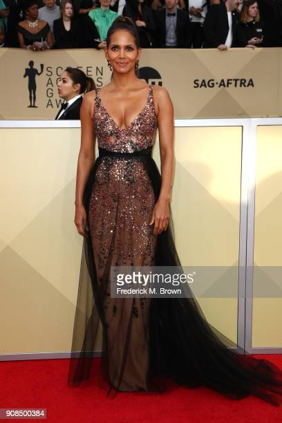 Actor Halle Berry attends the 24th Annual Screen Actors Guild Awards at The Shrine Auditorium on January 21 2018 in Los Angeles California 27522_017