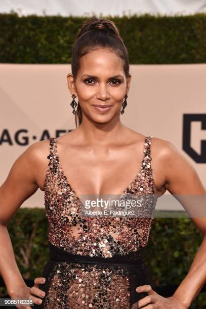 Actor Halle Berry attends the 24th Annual Screen Actors Guild Awards at The Shrine Auditorium on January 21 2018 in Los Angeles California 27522_006