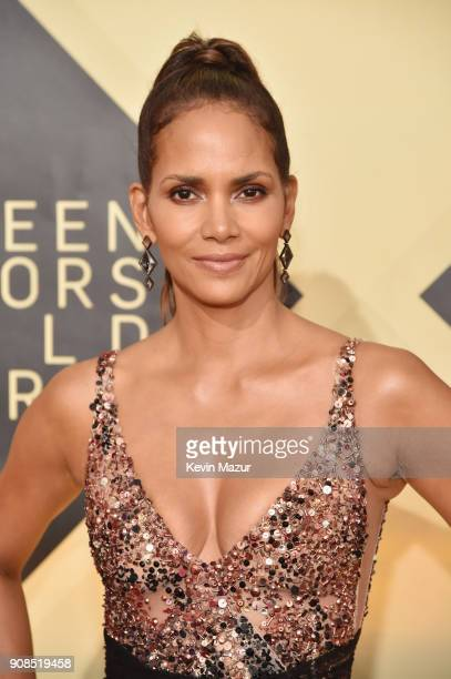 Actor Halle Berry attends the 24th Annual Screen Actors Guild Awards at The Shrine Auditorium on January 21 2018 in Los Angeles California 27522_007