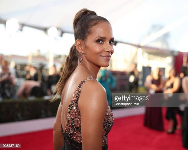 Actor Halle Berry attends the 24th Annual Screen Actors Guild Awards at The Shrine Auditorium on January 21 2018 in Los Angeles California 27522_010