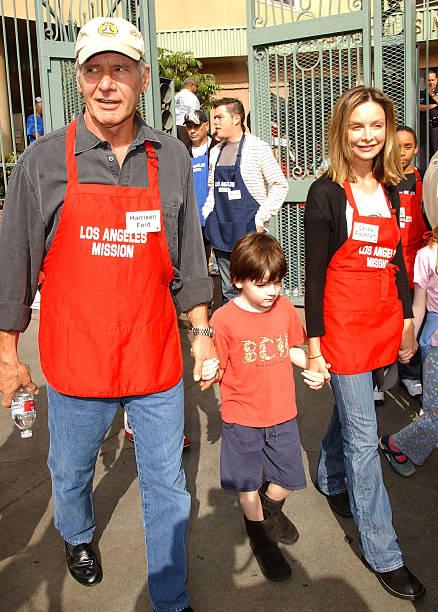Photos et images de Kirk and Anne Douglas Host Thanksgiving