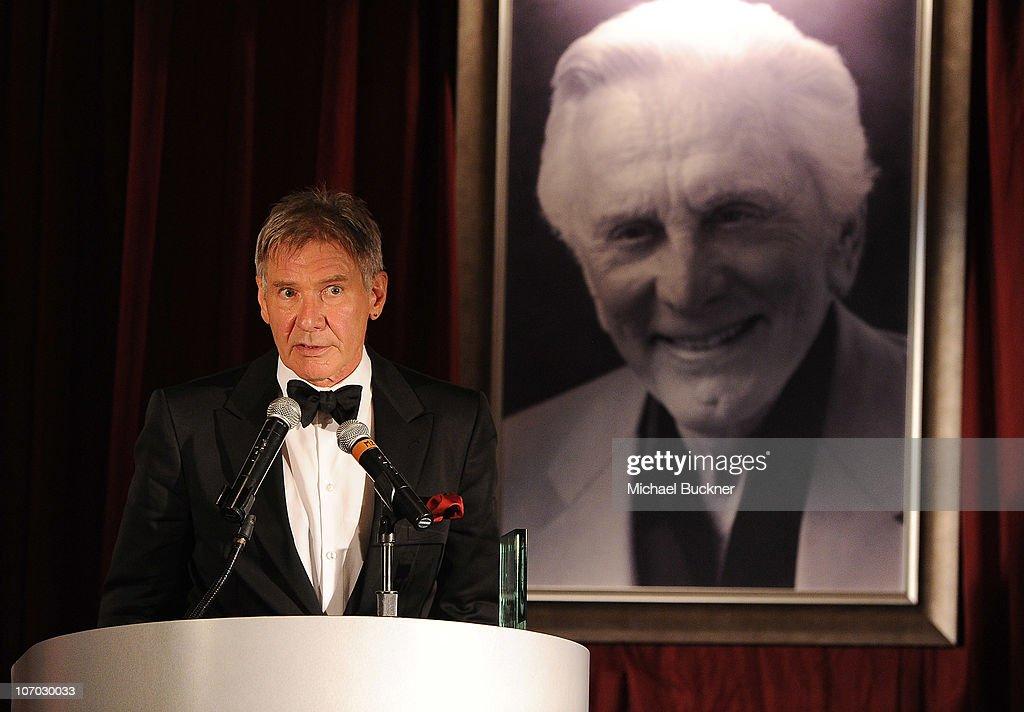 Santa Barbara International Film Festival's 5th Annual Kirk Douglas' Excellence In Film Awards - Inside : News Photo