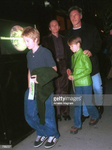 OUT*** Actor Harrison Ford with children Malcolm and Georgia leaves November 12 2000 The Society of Memorial SloanKettering Center's screening of Dr...