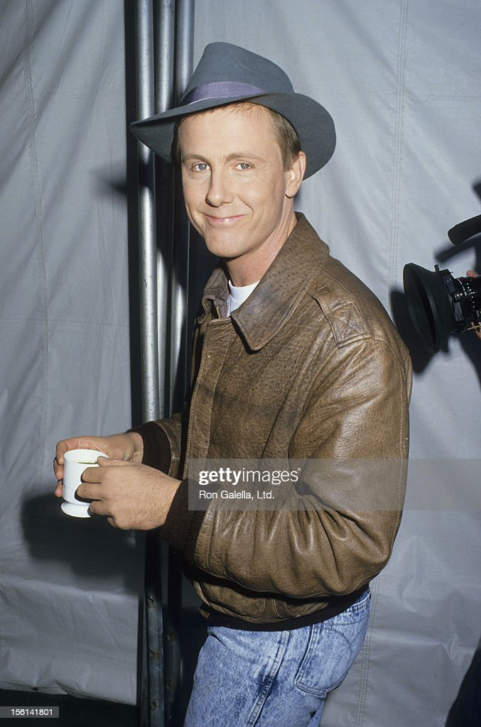 Actor Harry Anderson attends Comic Relief Benefit on November 14, 1987 at the Universal Ampitheater in Universal City, California.