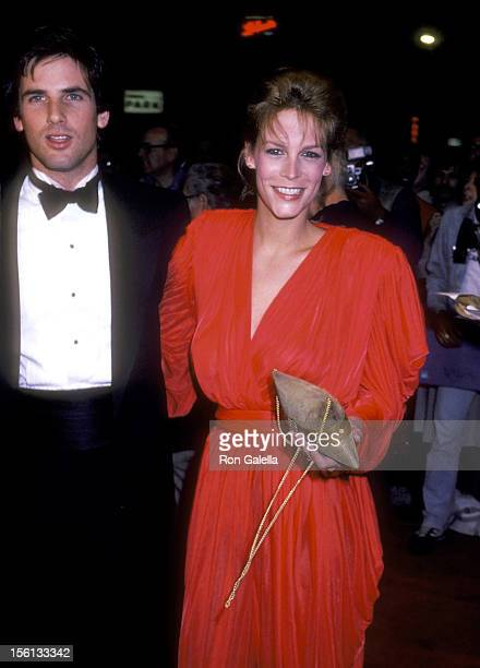 Actor Hart Bochner and actress Jamie Lee Curtis attend the 'Rich and Famous' New York City Premiere on October 6 1981 at Ziegfeld Theater in New York...