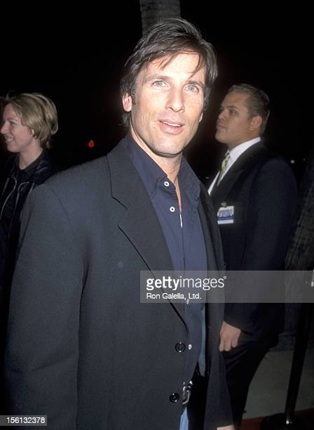 Actor Hart Bochner attends the 'Shakespeare in Love' Beverly Hills Premiere on December 8 1998 at Academy Theatre in Beverly Hills California