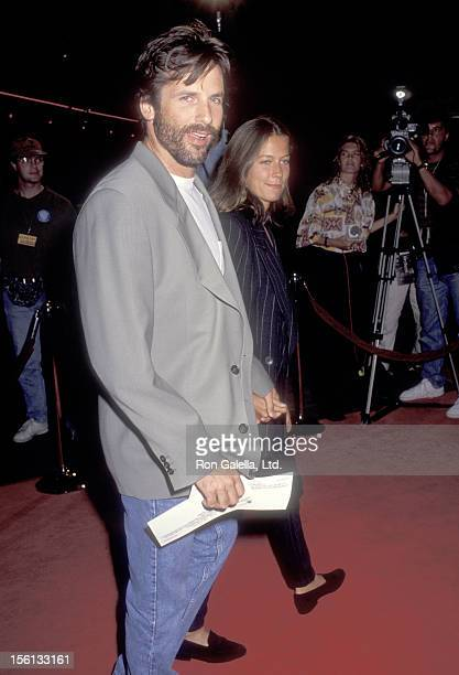 Actor Hart Bochner attends the 'Singles' Hollywood Premiere on September 11 1992 at Mann's Chinese Theatre in Hollywood California