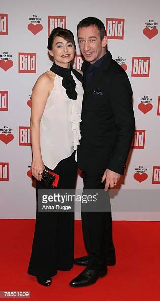 Actor Heio von Stetten and Elisabeth Romano attend the Ein Herz fuer Kinder charity telethon gala on December 15 2007 in Berlin Germany