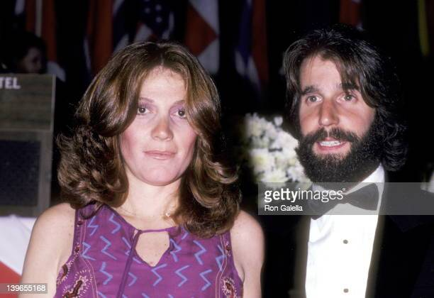 Actor Henry Winkler and wife Stacey Weitzman attend the Variety International Humanitarian Award Honoring Frank Sinatra on April 24 1980 at Century...