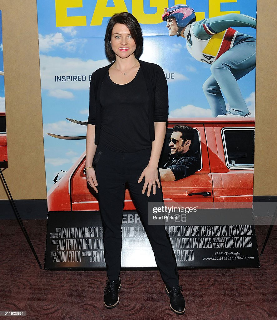 Actor Holly Davidson vattend the 'Eddie The Eagle' New York Screening at Chelsea Bow Tie Cinemas on February 23, 2016 in New York City.