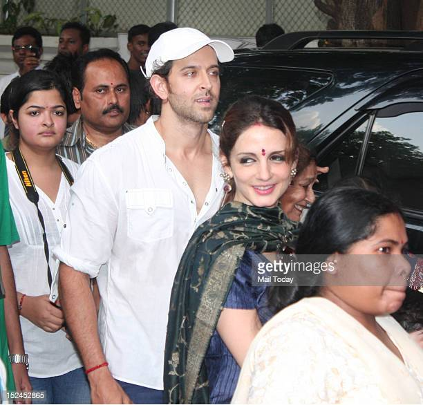 Actor Hrithik Roshan with wife Suzanne Roshan during Ganesh Visarjan in Mumbai on 20th September 2012