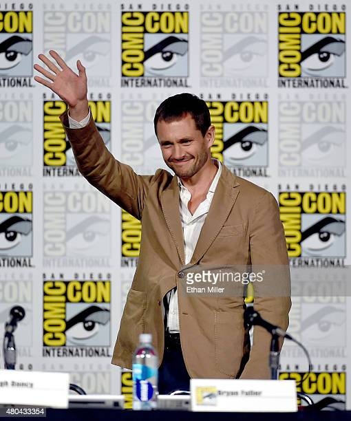 Actor Hugh Dancy waves as he arrives at the 'Hannibal' Savor the Hunt panel during ComicCon International 2015 at the San Diego Convention Center on...