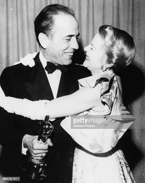 Actor Humphrey Bogart holding his Best Actor Oscar for the film 'The African Queen' with presenter Claire Trevor at the 24th Academy Awards Los...