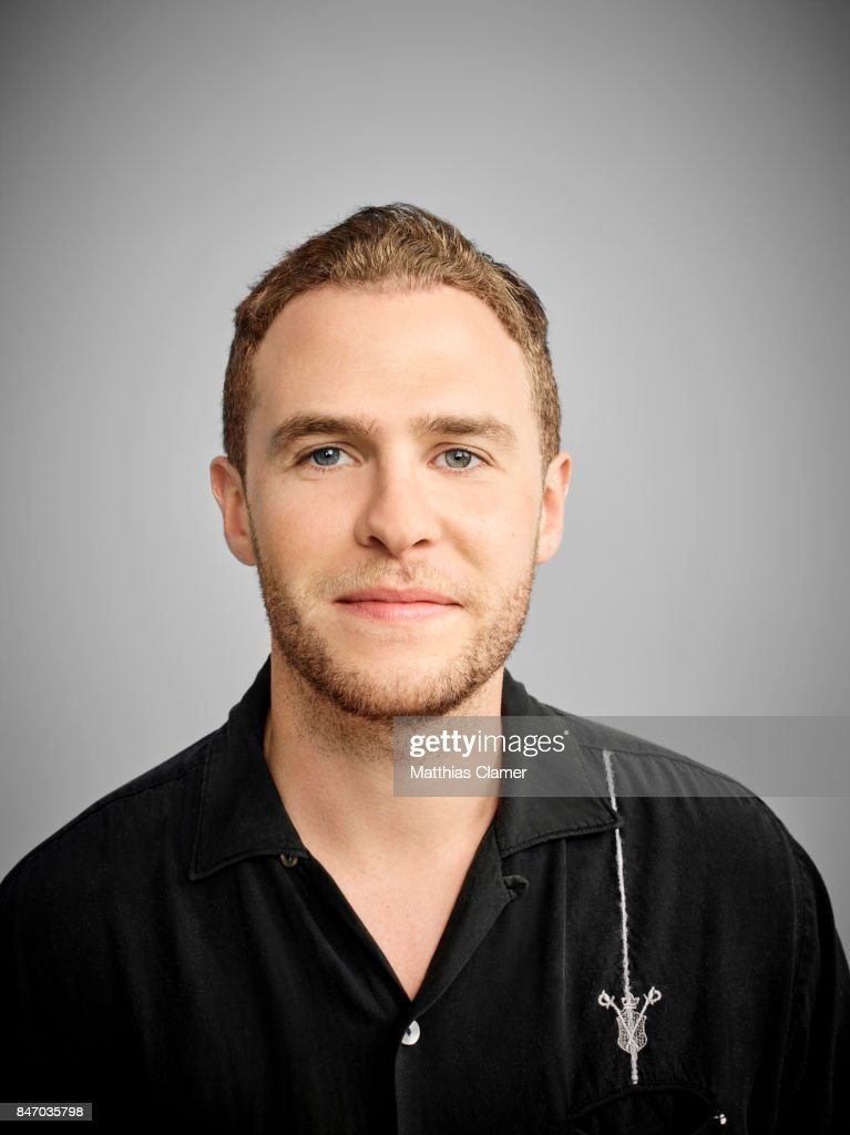 iain de caestecker siblings