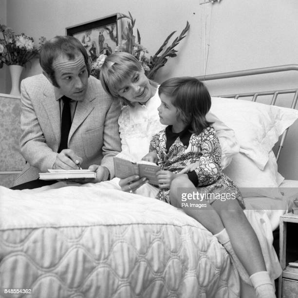 Actor Ian Hendry and his actress wife Janet Munro along with their 6 year old daughter Sally try and choose a name for their new born daughter and...