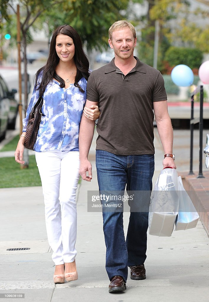 Ian And Erin Ziering Shop For Their New Baby Photos And Images