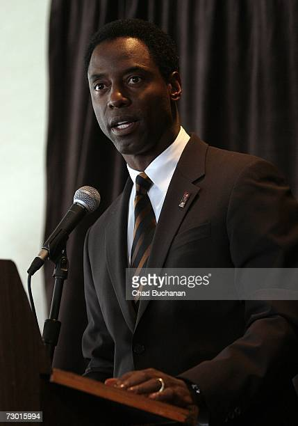Actor Isaiah Washington speaks at the 17th Annual NAACP Theatre Nominations at the Hollywood Roosevelt Hotel January 16 2007 in Los Angeles California