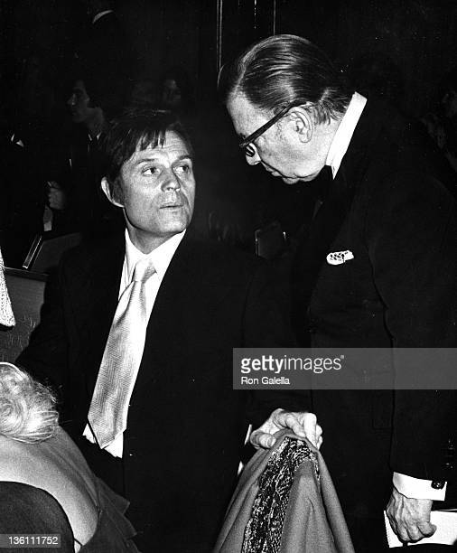 Actor Jack Lord and columnist Earl Wilson on November 14 1974 at the Waldorf Hotel in New York City