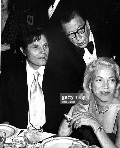 Actor Jack Lord columnist Earl Wilson and guest on November 14 1974 at the Waldorf Hotel in New York City