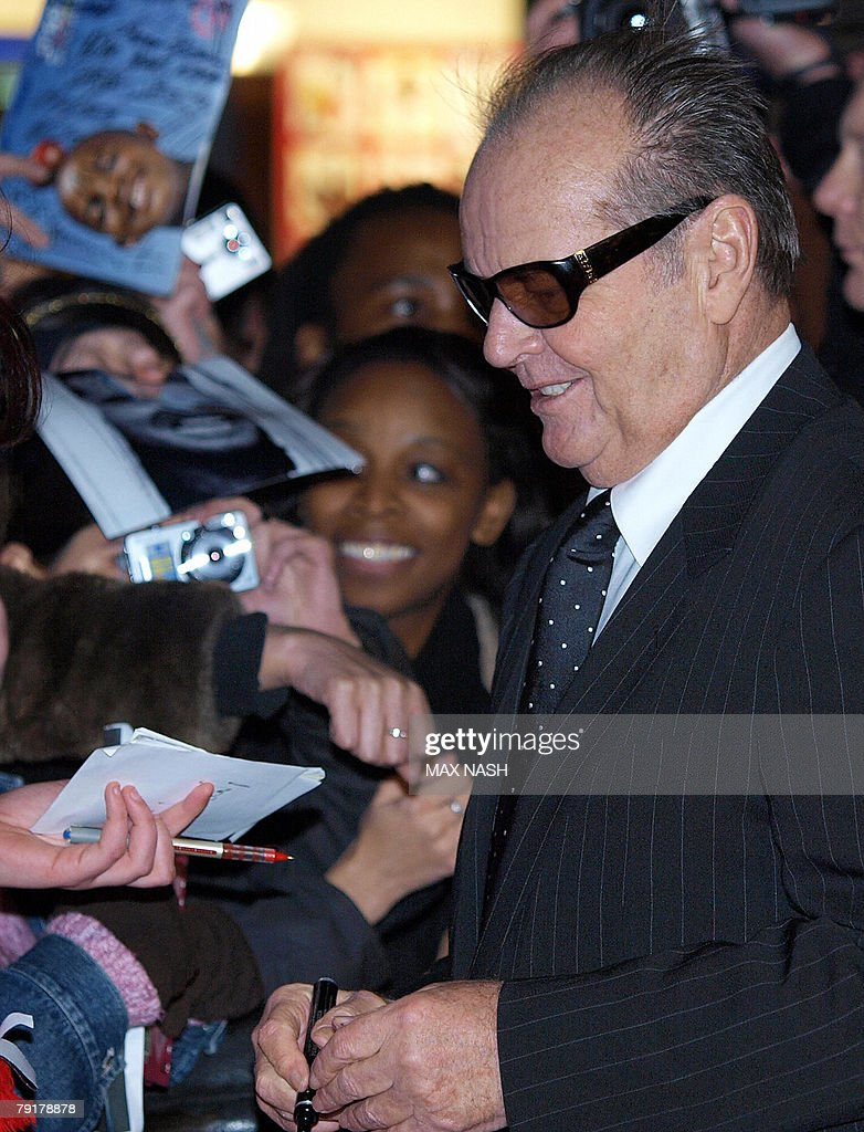 US actor Jack Nicholson signs autographs on arrival in London's Leicester Square, 23 January 2008, to attend the British Premiere of his latest film, The Bucket List. AFP PHOTO / Max Nash