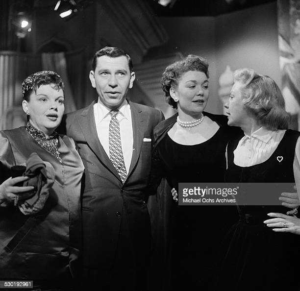 Actor Jack Webb poses with actresses Judy Garland and Jane Wyman during the NBC Oscar Nominations in Los AngelesCA